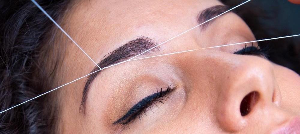 eyebrow-threading-procedure